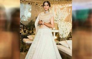 Stunning Sonam Kapoor looks wow in her sangeet