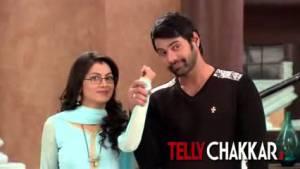 Pragya back to her 'Chasmish' avatar