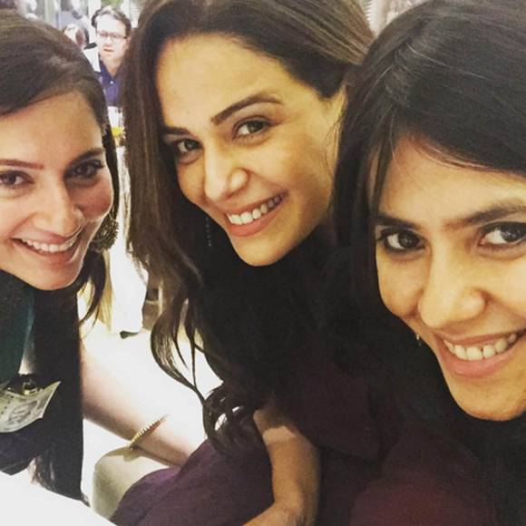 #DiwaliSpecial: Celebs' FUN times at card parties