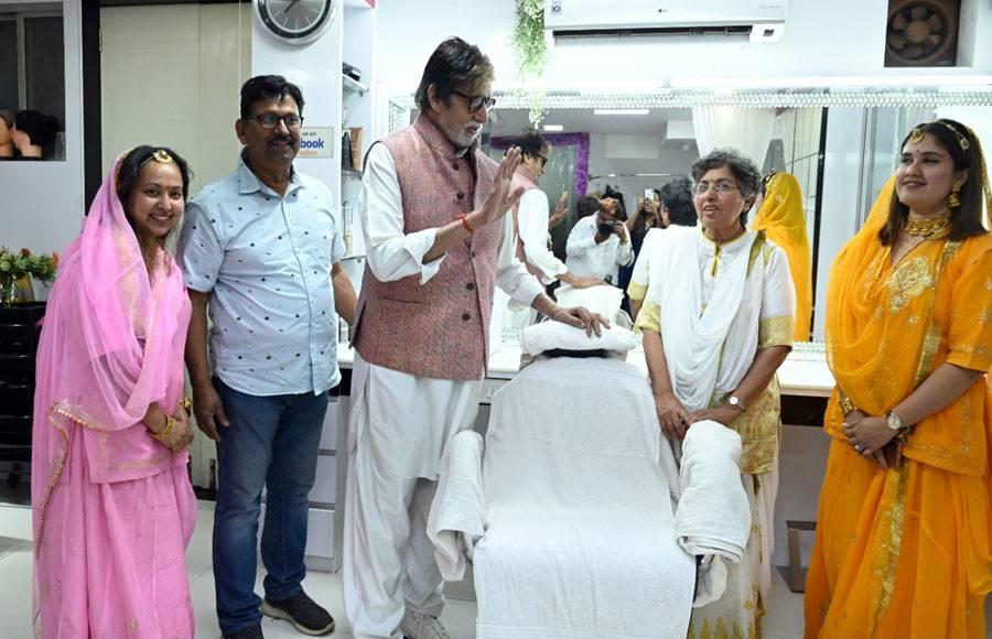 Amitabh Bachchan pays a surprise visit at a salon